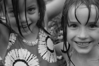 El and F water play